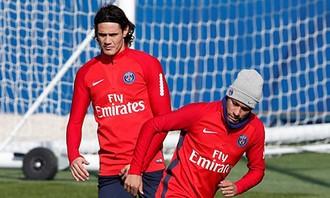 Neymar tỏ thái độ 'lạnh lùng băng giá' với Cavani trên sân tập