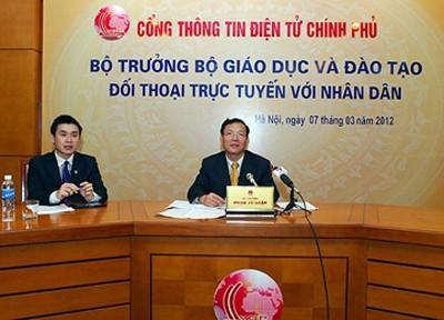 Bộ trưởng Giáo dục trả lời nhiều câu hỏi 'nóng'