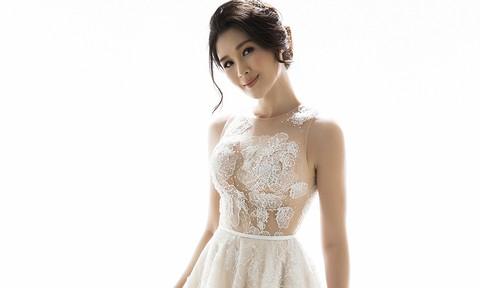 Bà xã Huy Khánh quyến rũ với đầm cưới ren trắng