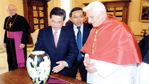 Người đưa đồ sứ Việt lên đỉnh cao
