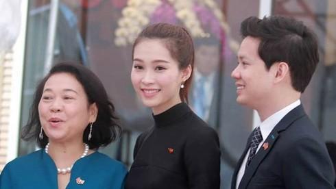 Hoa hậu Thu Thảo và bạn trai rạng rỡ đón Tổng thống Obama