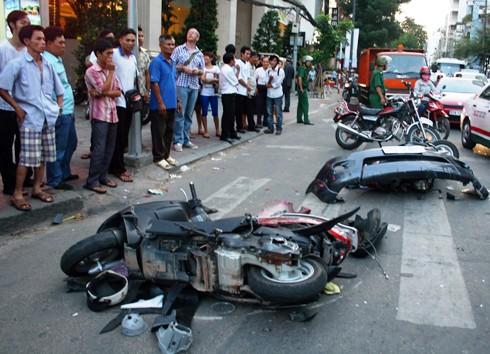 Ôtô 'điên' đâm liên hoàn ở trung tâm Sài Gòn