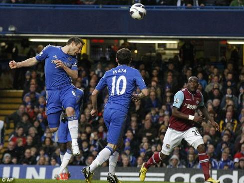 Lampard ghi bàn thứ 200, Chelsea trở lại Top 3
