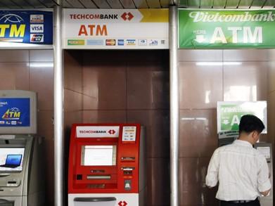 35 ngân hàng tiếp tục miễn phí rút tiền ATM nội mạng