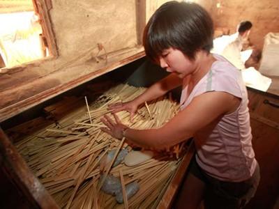 Rùng mình đũa Trung Quốc 'ngậm' chất độc
