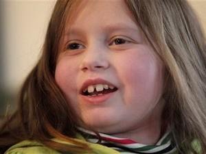 Bé gái được ghép sáu cơ quan nội tạng đã phục hồi