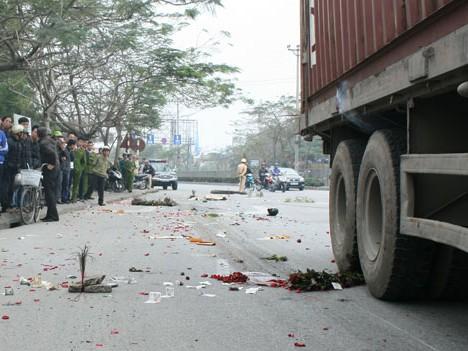 Hai nữ sinh tử nạn trên đường mua hoa bán ngày 8-3
