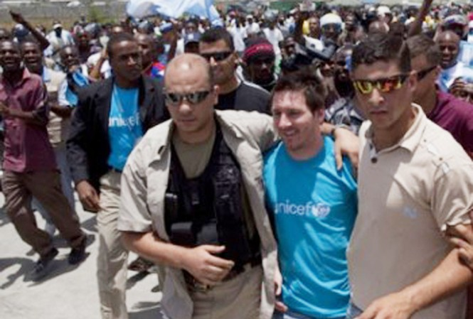 Messi bất ngờ đến thăm Haiti