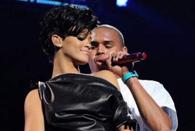'Mổ xẻ' mối quan hệ của Rihanna