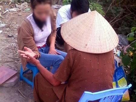 Sự thật về bà lão xem bói ở... gốc cây xà cừ