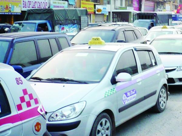Đề xuất cấm ô tô cá nhân 5 ngày/tuần