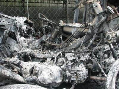 Ba xe máy bốc cháy trên xe chuyên dụng của CSGT