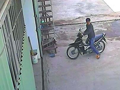 Bắt tên trộm xe máy, rút súng bắn người