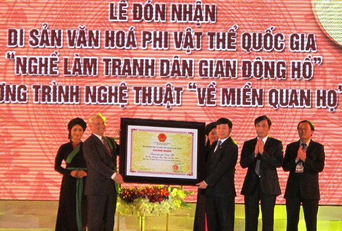 Trao bằng di sản văn hóa phi vật thể cấp quốc gia cho tranh dân gian Đông Hồ