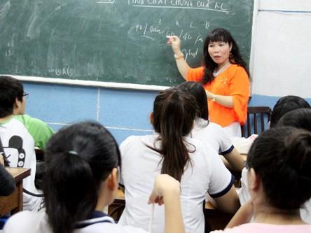 Đến lớp luyện thi của cô giáo chuyển giới
