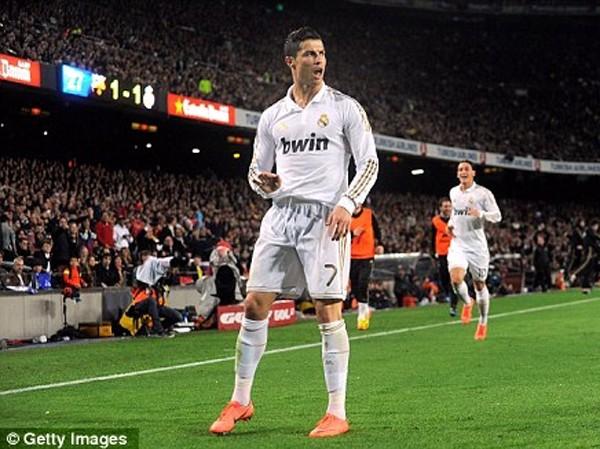 Ronaldo ăn mừng bàn thắng  quyết định vào lưới Barca trong trận  Siêu kinh điển Ảnh: Getty Images