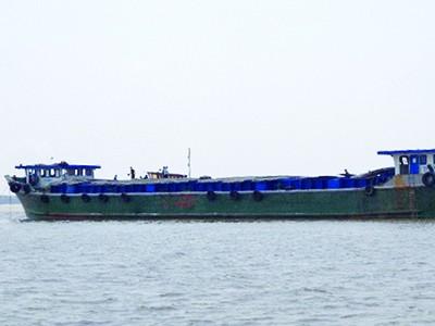 Bắt giữ 300 tấn đường trên sà lan ở cửa biển