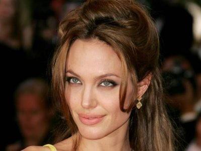 Angelina Jolie: Chưa cưới đã đeo nhẫn