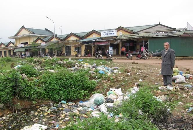 Rác thải tràn lan ở huyện Phú Lộc Ảnh: Ngọc Văn