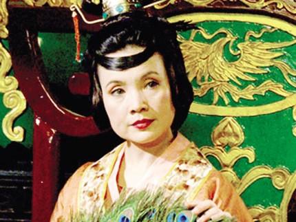 Lan Hương về đền Đô 'xin' khi sắm vai Hoàng hậu