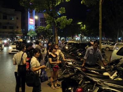 Hà Nội thêm năm tuyến phố cấm trông giữ xe