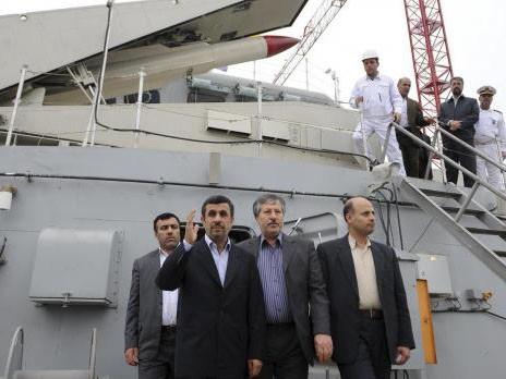 Tổng thống Iran Mahmoud Ahmadinejad cũng có mặt trong lễ hạ thủy con tàu Jamaran-2