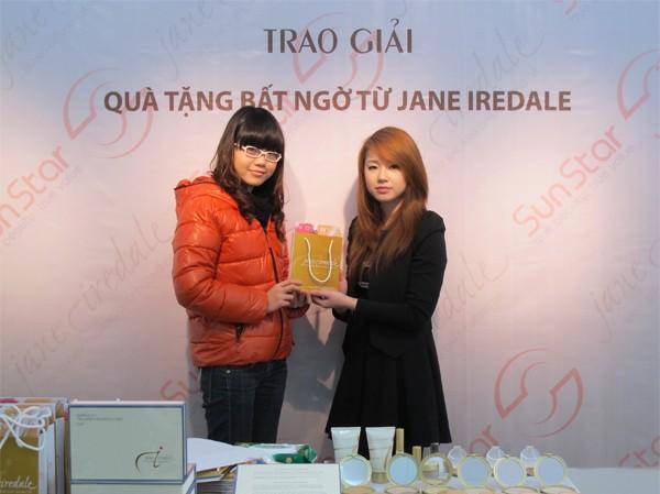 """Trao giải """"quà tặng bất ngờ từ Jane Iredale"""""""