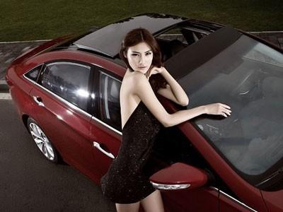 Mỹ nhân khoe sắc bên Hyundai Sonata