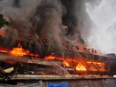Công an điều tra nguyên nhân cháy chợ ở Quảng Ngãi