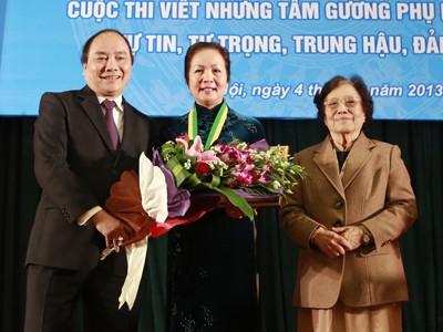 PGS.TS Bạch Khánh Hòa đoạt giải thưởng Kovalevskaia 2012