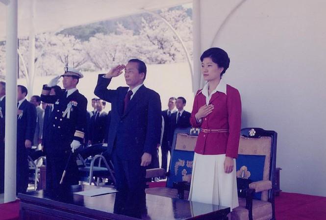 Điều ít biết về 'bà đầm thép' Hàn Quốc