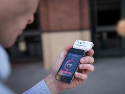 Breathometer – đo nồng độ cồn trong máu bằng điện thoại