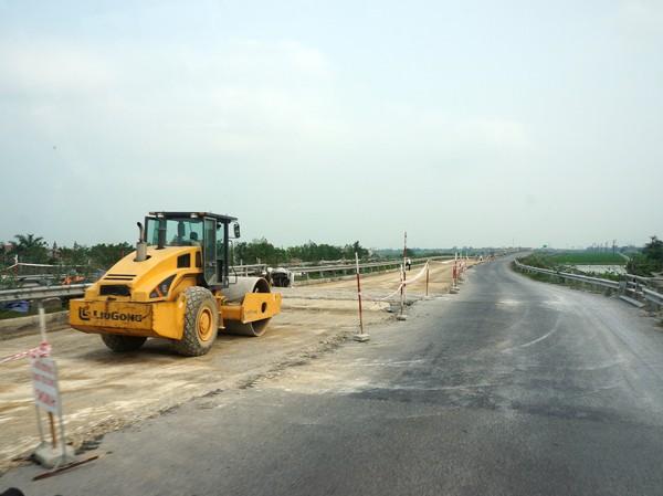 Đoạn đường đang được gấp rút sửa chữa