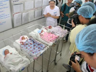 Chẩn đoán sinh 4, ra đời 5 bé