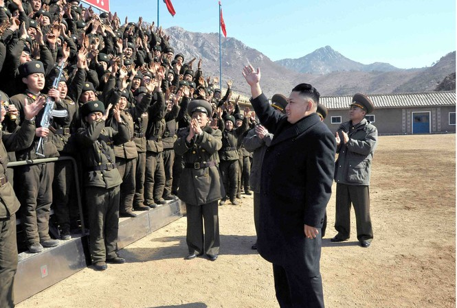Lãnh đạo Kim Jong Un thị sát một đơn vị quân đội hôm 11/3/2013