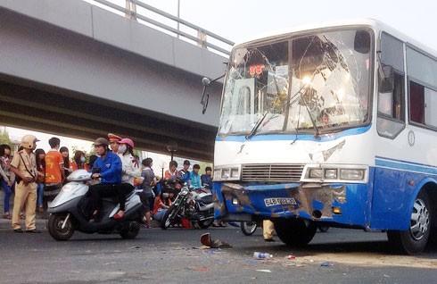 Tai nạn ôtô, 100 học sinh thoát chết