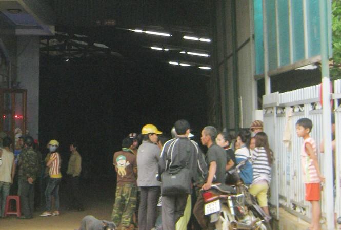 Dân vây đại lý mua bán cà phê
