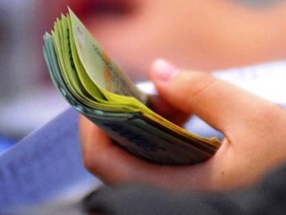 Nâng mức giảm trừ gia cảnh lên chín triệu đồng/tháng