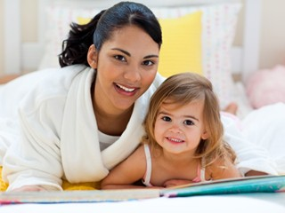 Bé gái 4 tuổi hỏi mẹ 390 câu mỗi ngày