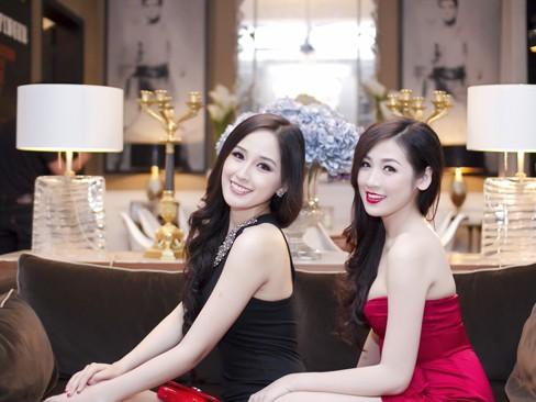 Mai Phương Thúy, Dương Tú Anh đọ chân dài sexy
