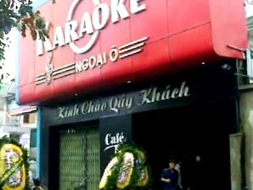 Bao vây quán karaoke, hạ sát ông chủ trước cửa