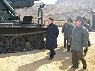 Ông Kim Jong Un thị sát một đơn vị pháo binh