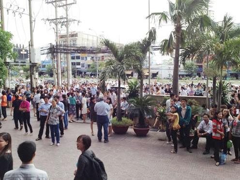 Người dân TPHCM hoảng hốt vì động đất