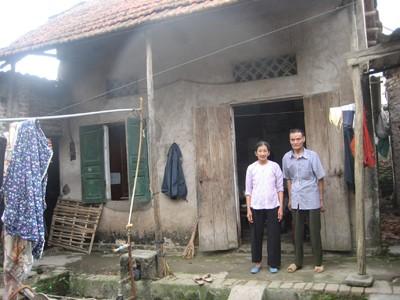 Vợ chồng thương binh Lê Thành Trung mong có ngôi nhà tốt hơn Ảnh: K.N - T.V
