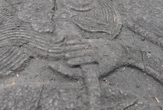 'Bí ẩn' sập rồng có đôi tay phụ nữ ở đền vua Đinh