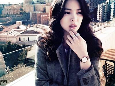 Bị tung tin đồn 'gái bao', Song Hye Kyo đi kiện