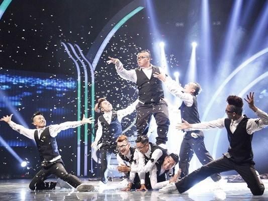 Nhóm nhảy 'đeo nơ' gây sốt đêm bán kết Got Talent