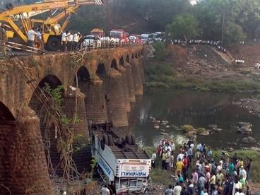 Ấn Độ: Tai nạn xe bus, 37 người thiệt mạng