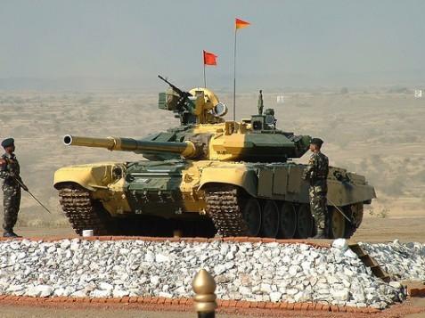 Nóng bỏng cuộc chạy đua xe tăng ở châu Á