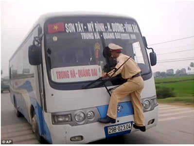 Cảnh sát Việt Nam lên báo nước ngoài
